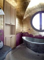 Création à la feuille d'aluminium dans salle de bain. Réalisé pour projet  Giustini Design - Nice