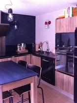 Patine sur boiseries des façades et meubles cuisine réalisés par le menuisier
