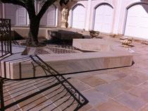 """effet pierre sur """"bancs"""" pour harmoniser avec les dalles du sol"""