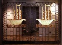 Or fin sur portail art déco Hotel de Paris Saint Tropez