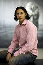 Claudio Pizarro, Fußball-Profi im Museum für zeitg. Kunst