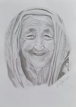 """""""Lächelndes Mütterchen"""", Bleistiftzeichnung im silbernen Rahmen mit weißem Passepartout,          41 x 31 cm,  150,-€"""