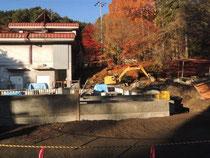 11月18日 コンクリートの加工 もみじが綺麗!