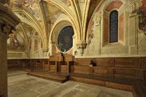 Stift Heiligenkreuz - 17.November 2014_057 Die barocken Fresken in den Wandbögen zeigen jene Personen, die hier begraben sind.