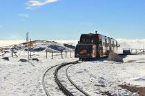 Schneeberg - 25.Oktober 2014_136 - 1999 kamen am 24. Juli erstmals neben den traditionellen Dampflokomotiven die neuen Salamander-Triebwagen zum Einsatz.