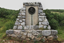 Rax - 16.August 2011 - Dr Fritz-Benesch Denkmal errichtet 1931 - Verfasser der ersten alpinistischen Rax- und Schneebergführer 1894