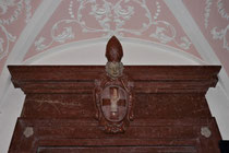 Stift Heiligenkreuz - 17.November 2014_071 Das Wappen von Heiligenkreuz, eine Schwurhand.