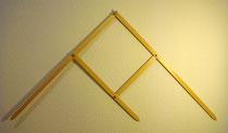 Compás 2 (B). Madera barnizada, palomilla y tuercas metálicas. 60 cm.