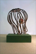 Dornröschen -  2007, Fundstück, vertrockenete Rose, Holz, 10 x 10 x 15 cm