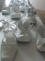 Märchen oder Schnee von gestern -  2011, alte Schuhe, Acryl