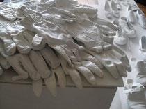 Märchen oder Schnee von gestern -  2011, alte Handschuhe, Acryl
