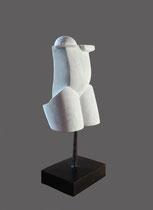 Thierry Pelletier- Petite antique - sculpture en marbre, pièce unique . Auteur socle inclus 35 cm. Galerie d'art Biot-Côte d'Azur