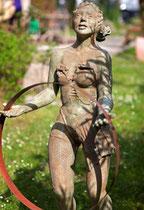 Nicole Brousse -sculptures de femmes resine ou bronze, couleur au choix-renseignements galerie Gabel-Biot-Antibes