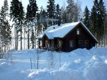 Ihr kuscheliges Refugium in arktischen Gefilden. Tiefverschneites Knusperhäuschen Sunny Mökki Sysmä. Mit dem Pkw ganzjährig erreichbar.
