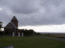 Bild Nr. 11: Kirche mit Meerblick/Hjerpsted
