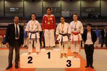 Remise des médailles effectuée par Sandy Scordo, Vice-Championnne du Monde kata 2012.