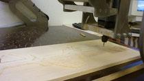 CNC Fräse beim schneiden der Fülleinlage aus Balsaholz  t=10mm