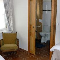 Porte coulissante pour la salle de bains dans campagne - Les noisetiers chambres d'hôtes au coeur du val de noye