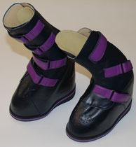 Orth. Stiefel mit ausgeprägter Fehlstellung der Beinachsen