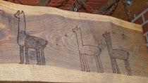 Holzschild am Unterstand nach Vorlage einer Zeichnung eines Kindes (1. Schuljahr)