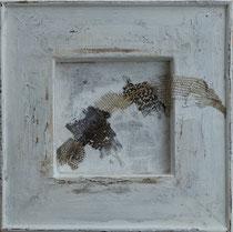 liberation -  liberación  técnica mixta con mudas de iguana sobre madera y lienzo  27 x 27  cm
