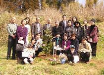 千葉市Yさんの親族と友人たちで埋骨 全員で「千の風になって」等を歌いました。