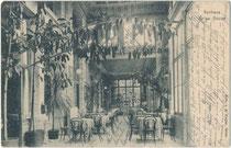 Wohl Kurcafé mit Bugholzmobiliar im Inneren vom Kurhaus der ehem. Marktgemeinde Gries (1925 nach Bozen eingemeindet), um 1900. Heliogravüre 9 x 14 cm; Impressum: A. Ziegler, Gries – Bozen um 1900.  Inv.-Nr. vu914hg00062