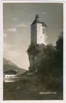 Wallfahrtskirche Mariastein (ehemals Burg Stein) und Mariansteiner See vor Trockenlegung. Gelatinesilberabzug 9 x 14 cm; Impressum: O(skar). Kreibich, Schwaz um 1925.  Inv.-Nr. vu914gs00414