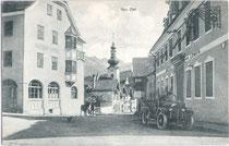 """Gasthof """"zur Post"""", Pfarrkirche zum Hl. Kreuz und Gasthof """"zum Löwen"""" (v.l.n.r.) in Zirl, Bzk. Innsbruck-Land, Tirol. Lichtdruck 9 x 14 cm; Impressum: Wilhelm Stempfle, Innsbruck um 1925.  Inv.-Nr. vu914ld00011"""