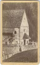 Kirche St. Georgen in Obermais, Stadtgemeinde Meran. Albuminabzug auf Untersatzkarton 10,6 x 6.6 cm (Visitformat). Impressum: Josef Holzner, Meran nach 1892. vuVIS-00224