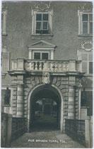 Hauptportal der Fürstbischöflichen HOFBURG in Brixen am Eisack. Gelatinesilberabzug 9x14cm; A(lfred). Stockhammer, Hall in Tirol 1910.  Inv.-Nr. vu914gs00097