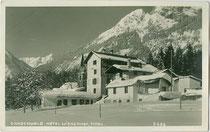"""Hotel """"Wiesenhof"""", ehemals die Wickburg der lothringischen Grafen Wicka und heute Polizeischule in Gnadenwald. Gelatinesilberabzug 9 x 14 cm; Impressum: A(lfred). Stockhammer, Hall in Tirol um 1925.  Inv.-Nr. vu914gs00794"""
