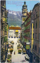 Mit Pferdefuhrwerken gesäumte Herzog-Friedrich-Straße von Süden. Photochromdruck 9 x 14 cm; Impressum: Robert Warger, Innsbruck 1912.  vu914pcd00078