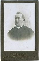 Hans KINDER - Bozen, Museumstraße 43 und Gries. Rahmer-Hof: Geistlicher Herr wohl von der Benediktinerabtei Muri-Gries, um 1895. Inv.-Nr. vuVIS-00065a