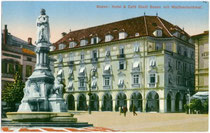 "Hotel & Café ""Stadt Bozne"" am Waltherplatz. Farblichtdruck 9x14cm; J(osef). Gugler, Bozen 1913.  Inv.-Nr. u914fld00001"
