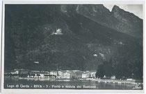 Riva del Garda mit Hafen und der BASTION aus dem Anfang des 16. Jh. Gelatinesilberabzug 9x14cm; Ed(izioni). Traldi, Milano um 1925.  Inv.-Nr. vu914gs00298