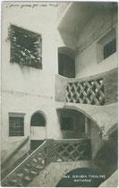 Stiegenhaus vom Brixner Rathaus unter den Kleinen Lauben. Gelatinesilberabzug 9x14cm; A(lfred). Stockhammer, Hall in Tirol 1910.  Inv.-Nr. vu914gs00135