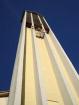 Glockenturm der nach Plänen von Arch. Martin Eichberger errichteten und 1960 geweihten Landesgedächtniskirche St. Paulus, Reichenauer Str. 70, Innsbruck-Reichenau. Digitalphoto; © Johann G. Mairhofer 2011.  Inv.-Nr. 2DSC01689