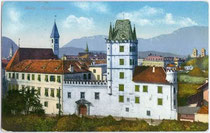 Deutschordenskommende St. Georg in Weggenstein (heute Schülerheim Deutschhaus Marianum). Photochromdruck 9x14cm; Amonn, Bozen; postalisch gelaufen 1915.  Inv.-Nr. vu914pcd00030