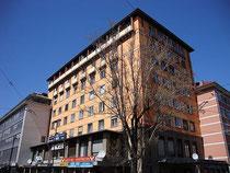 "Boarding House Innsbruck (vormals zerstörtes Hotel ""Tyrol"") am Südtiroler Platz 1 in Innsbruck - Innere Stadt. Digitalphoto; © Johann G. Mairhofer 2013.  Inv.-Nr. 1DSC06330"
