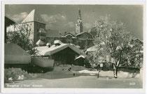 Die Altstadt von Kitzbühel mit dem Fürsterzbischöflich Salzburgischen Pfleghof (links) und der Katharinenkirche von Osten. Gelatinesilberabzug 9 x 14 cm ohne Impressum, postalisch gelaufen 1945.  Inv.-Nr. vu914gs00511