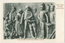 Relief am Denkmal für den Freiheitskämpfer Peter Mayr (1741–1806), Wirt an der Mahr bei Brixen (eingeweiht 1900) am Pfarrplatz in Bozen. Lichtdruck 9 x 14 cm; Impressum: R(udolf). Largajolli, Brixen 1910.  Inv.-Nr. vu914ld00214