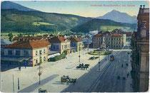 """Südbahnhof am Bahnhofplatz Nr. 7 und Haltestelle der L.B.I.H.i.T. (Localbahn Innsbruck-Hall i.T.), bez.: """"(1)915. VII. 19."""" Photochromdruck 9 x 14 cm. Impressum: Wilhelm Stempfle, Innsbruck.  Inv.-Nr. vu914pcd00101"""