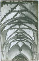 Spätgotisches Kreuzrippengewölbe in der Pfarrkirche St. Oswald in Seefeld. Gelatinesilberabzug 9 x 14 cm; Impressum: A(lfred). Stockhammer, Hall in Tirol 1910.  Inv.-Nr. vu914gs00271