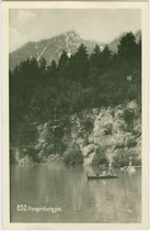 Hungerburgsee gegen Brandjoch; 1912 als Teil der Seehof-Anlagen angelegt und 1933 aufgelassen worden. Gelatinesilberabzug 9 x 14 cm; Impressum: Foto Dialer Innsbruck um 1925.  Inv.-Nr. vu914gs01029