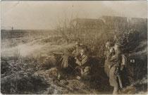 MG-Abteilung wohl bei einer Gefechtsübung im Rahmen eines Manövers wohl im östlichen Österreich. Gelatinesilberabzug 9 x 14 cm; Impressum: W. Hronek, Innsbruck um 1930. Inv.-Nr. vu914gs00599