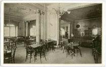 """Café Restaurant """"MAXIMILIAN"""" in der Maria-Theresien-Straße Ecke Anichstraße um 1910. Gravüretintodruck 10x15cm. Inv.-Nr. vu105hd00005"""