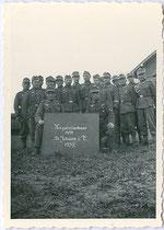 Kriegsteilnehmer aus St. Johann in Tirol (14/18 ?) im Jahr 1939. Gelatinesilberabzug 6 x 9 cm; Anonymus/-a phot.  Inv.-Nr. vu609gs00019