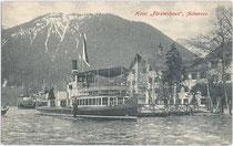 """Fahrgastschiff DS """"St. Joseph"""" beim Hotel """"Fürstenhof"""" in Pertisau, Gemeinde Eben. Lichtdruck 9 x 14 cm; Gebr. Metz, Tübingen um 1910.  Inv.-Nr. vu914ld00028"""