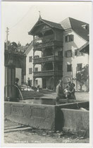 Ansitz WAIDBURG (heute Gemeindeamt) in Natters. Gelatinesilberabzug 9 x 14 cm; Impressum: A(lfred) Stockhammer, Hall in Tirol 1927.  Inv.-Nr. vu914gs00370